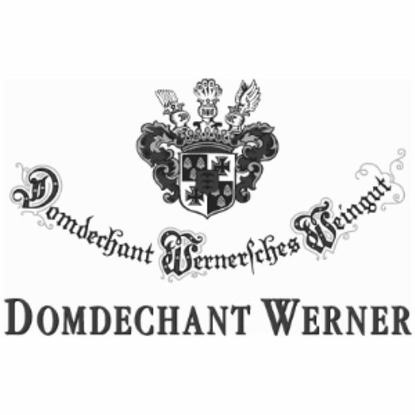 Domdechant Werner is een wijnbedrijf dat al sinds 1780 in familiebezit is. De naam verwijst naar Dr. Franz Werner (wiens vader de wijngaarden aanschafte in 1780) die de deken was van de dom in Mainz. Deze historische figuur is zeer bekend, omdat hij zijn kathedraal heeft weten te beschermen tegen vernietiging tijdens de Franse Revolutie. De huidige eigenaren (Franz en zijn dochter Catherina) zijn de 7de en 8ste generatie die op dit domein wijn maken. Zij weten traditie goed te combineren met moderne technieken, werken zoveel mogelijk biologisch en gebruiken alleen Riesling die voor 100% van eigen wijngaarden komt.